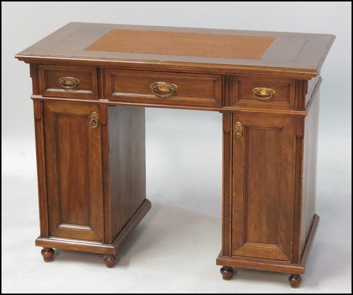 1131001: MAHOGANY KNEEHOLE DESK WITH SUEDE WRITING SURF