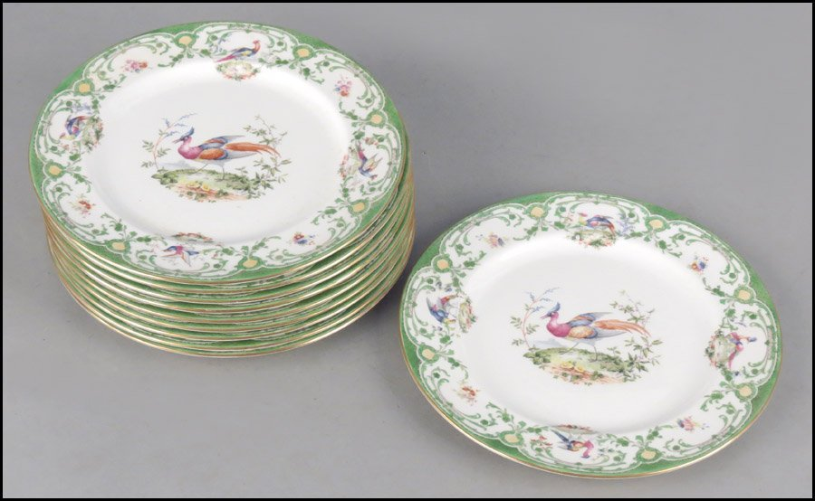 1142022: SET OF TEN ROYAL DOULTON PORCELAIN DINNER PLAT