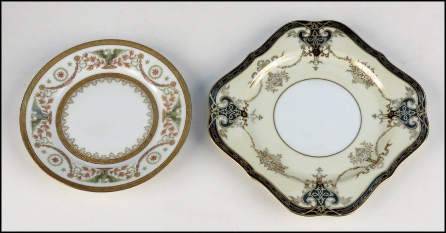 1142078: SET OF TWELVE LIMOGES GILT PORCELAIN PLATES.