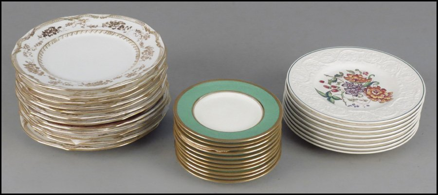 1142079: SET OF TWELVE STAFFORDSHIRE GILT PORCELAIN PLA