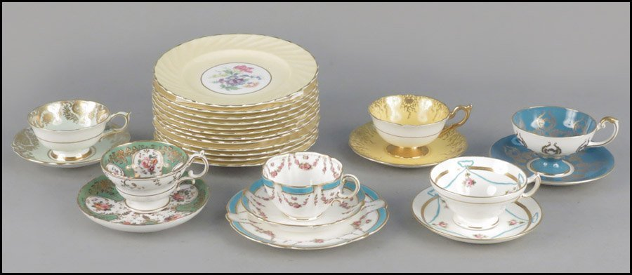 1142084: SET OF TWELVE AYNSLEY FLUTED PORCELAIN PLATES.