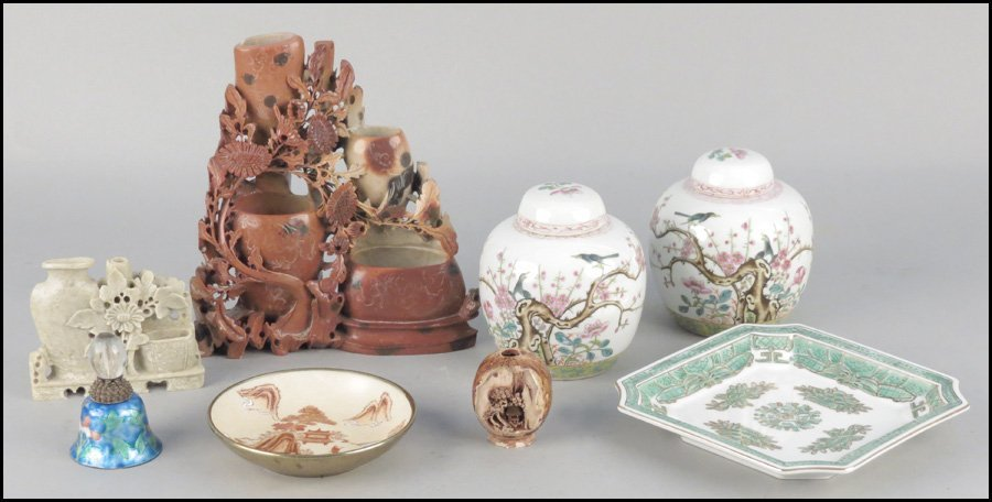 1143003: PAIR OF CHINESE PORCELAIN COVERED JARS.