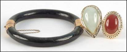 1147185 JADE AND 14 KARAT YELLOW GOLD RING