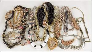 497056: COLLECTION OF NECKLACES.