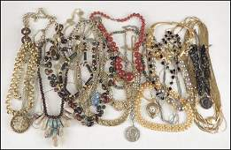 497071: COLLECTION OF NECKLACES.