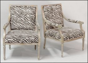 1171024: PAIR OF FRENCH PROVINCIAL STLYE OPEN ARMCHAIRS