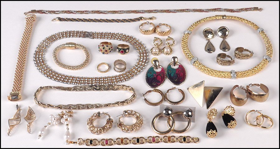 COLLECTION OF COSTUME JEWELRY.