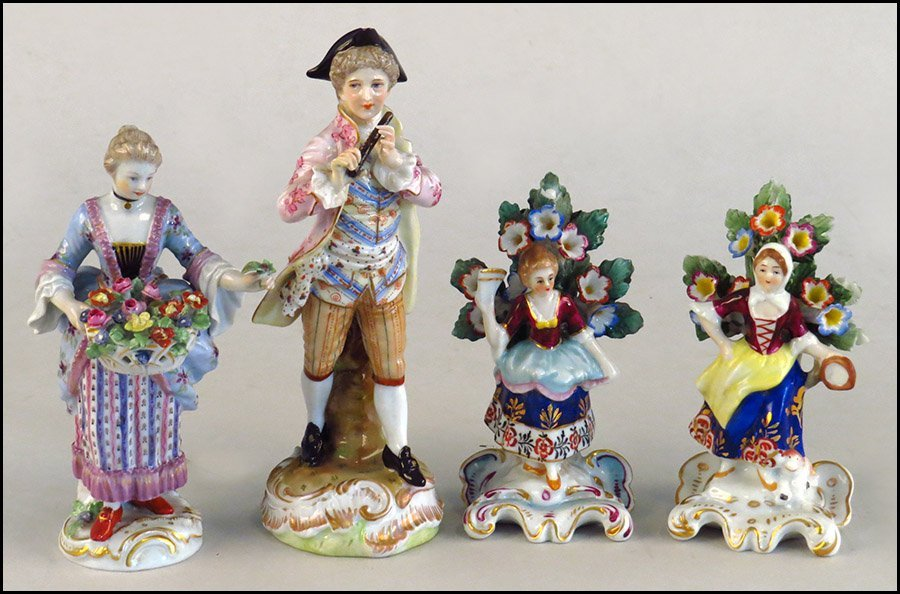 FOUR CONTINENTAL EARLY 20TH CENTURY PORCELAIN FIGURES.