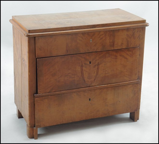 BIEDERMEIER BIRCH COMMODE.