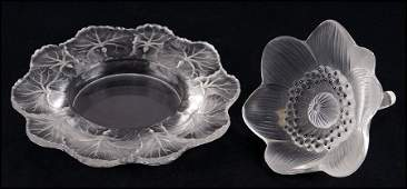 LALIQUE FROSTED GLASS ANEMONE FLOWER.