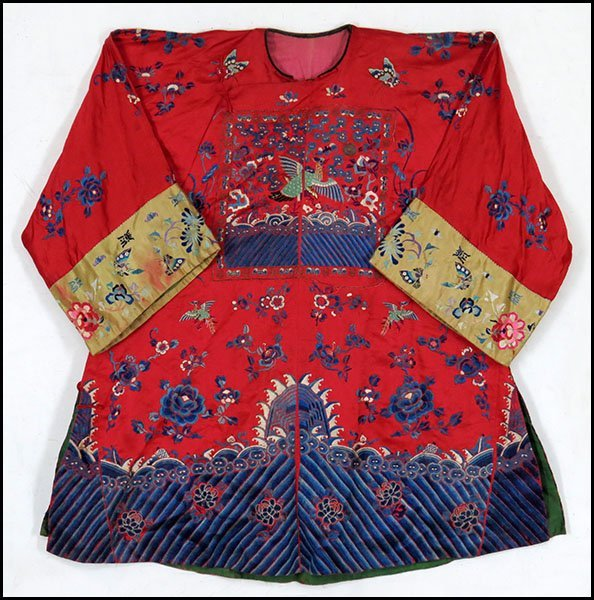 CHINESE EMBROIDERED SILK ROBE.
