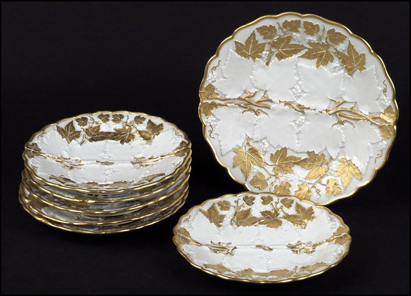 SET OF SIX MEISSEN PLATES WITH A GILT LEAF PATTERN.