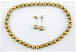 AN 18 KARAT YELLOW GOLD DEMIPARURE Necklace length
