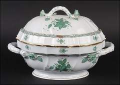 A HEREND HANDPAINTED PORCELAIN GREEN CHINESE BOUQUET