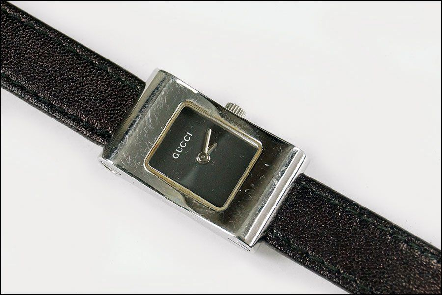 A GUCCI STAINLESS STEEL LADY'S WATCH.