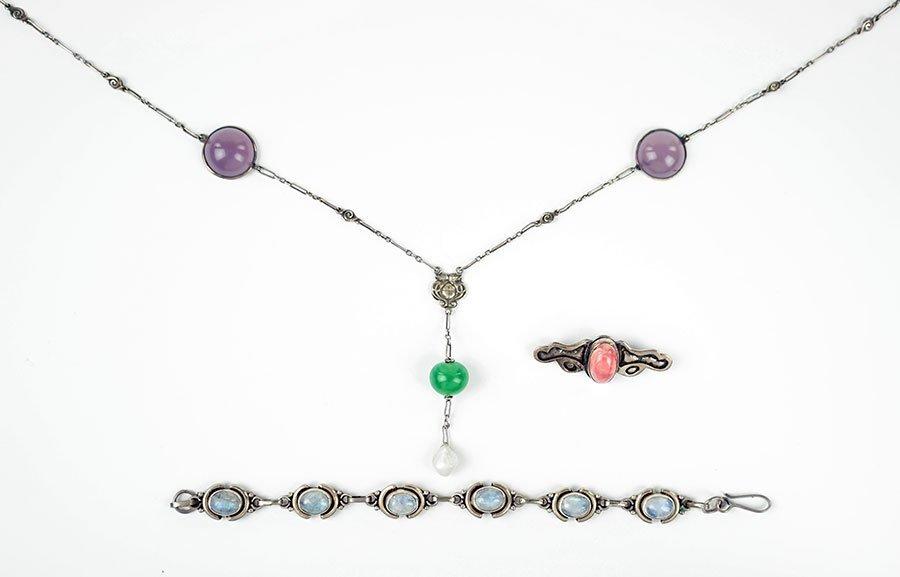 A Labradorite And Sterling Silver Bracelet.