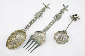 A Sterling Silver Two-piece Serving Set.
