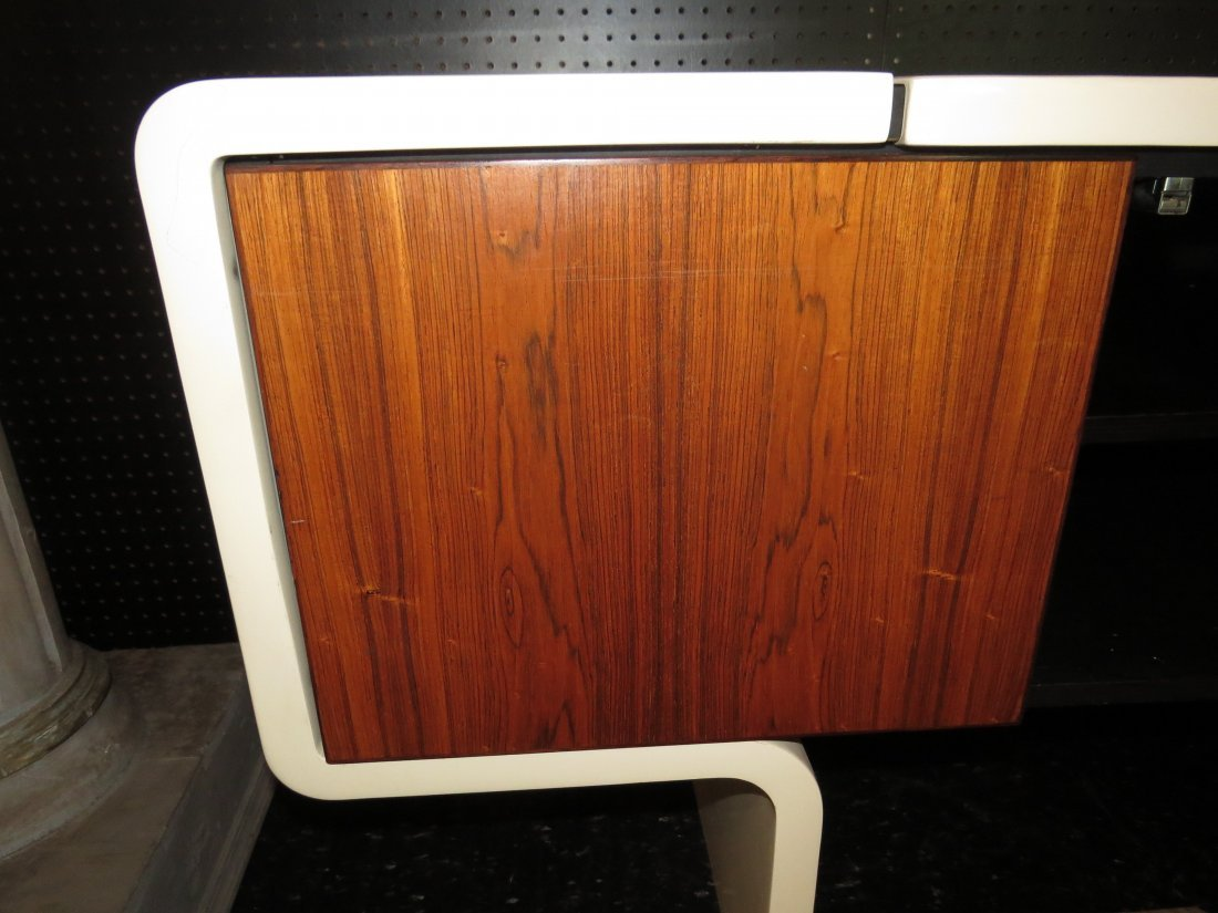 A William Sklaroff for Vecta 'Uniplane' Credenza. - 2