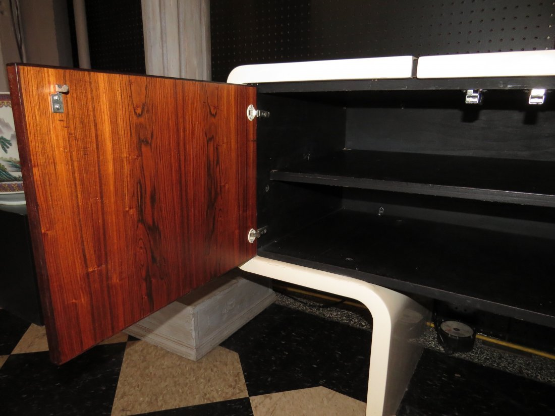 A William Sklaroff for Vecta 'Uniplane' Credenza. - 3