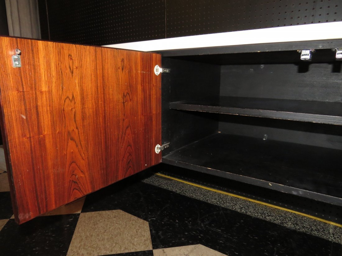 A William Sklaroff for Vecta 'Uniplane' Credenza. - 7