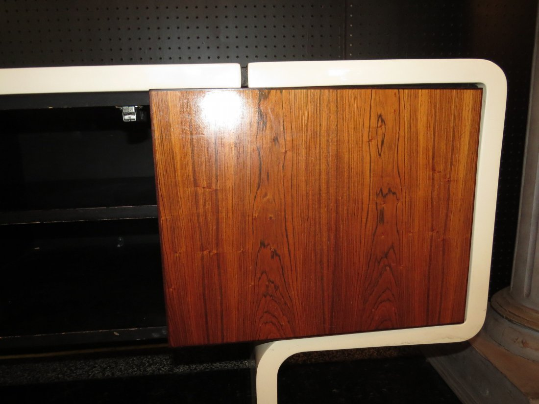 A William Sklaroff for Vecta 'Uniplane' Credenza. - 8