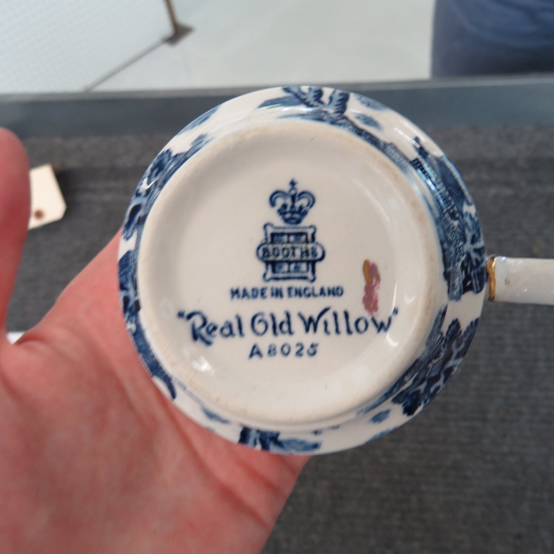 An Assembled Blue Willow Porcelain Table Service. - 2