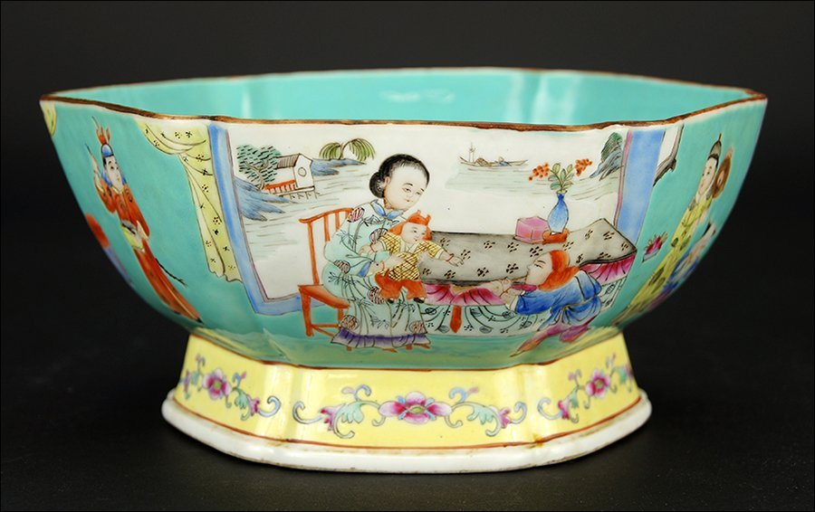 A Chinese Qing Dynasty Porcelain Lobed Bowl.