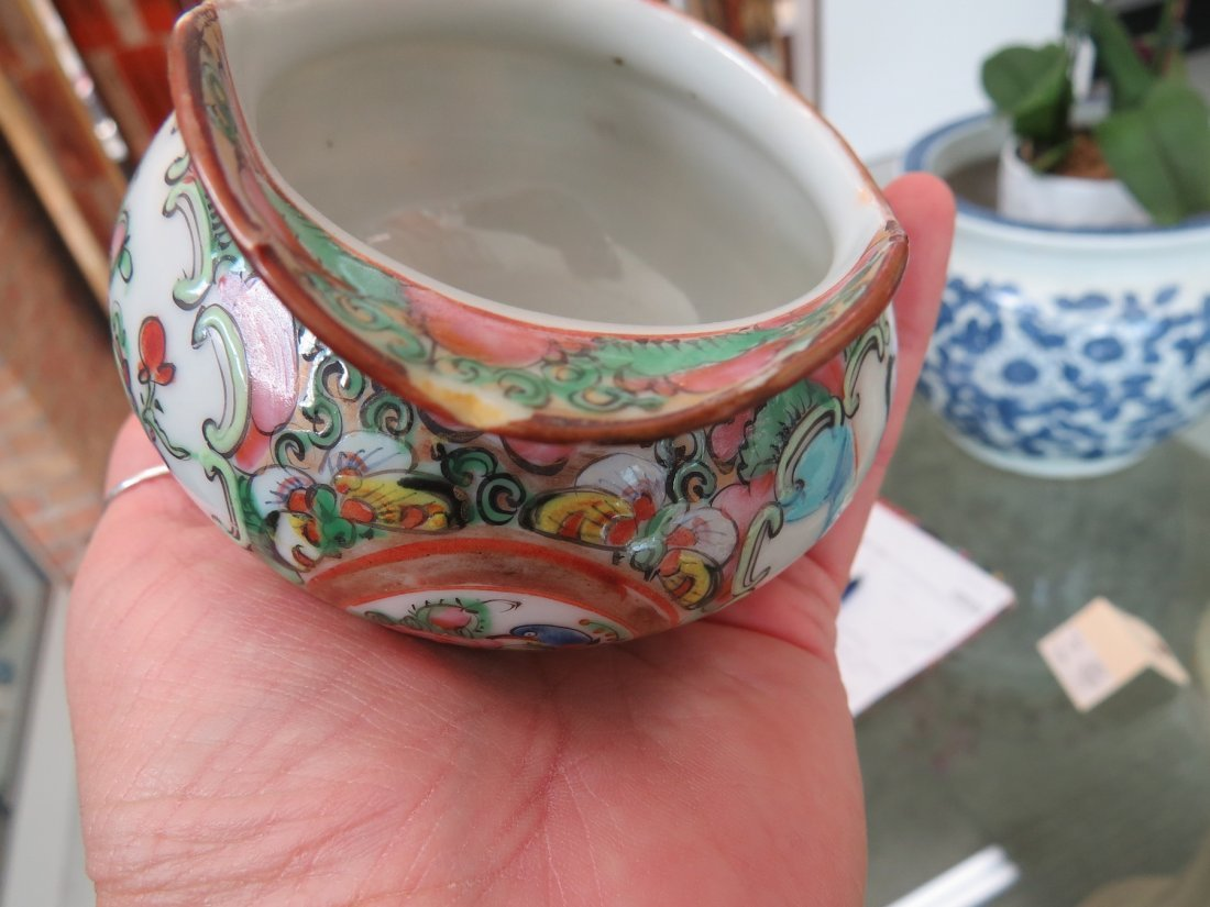 A Collection of Chinese Rose Medallion Tea Service. - 7