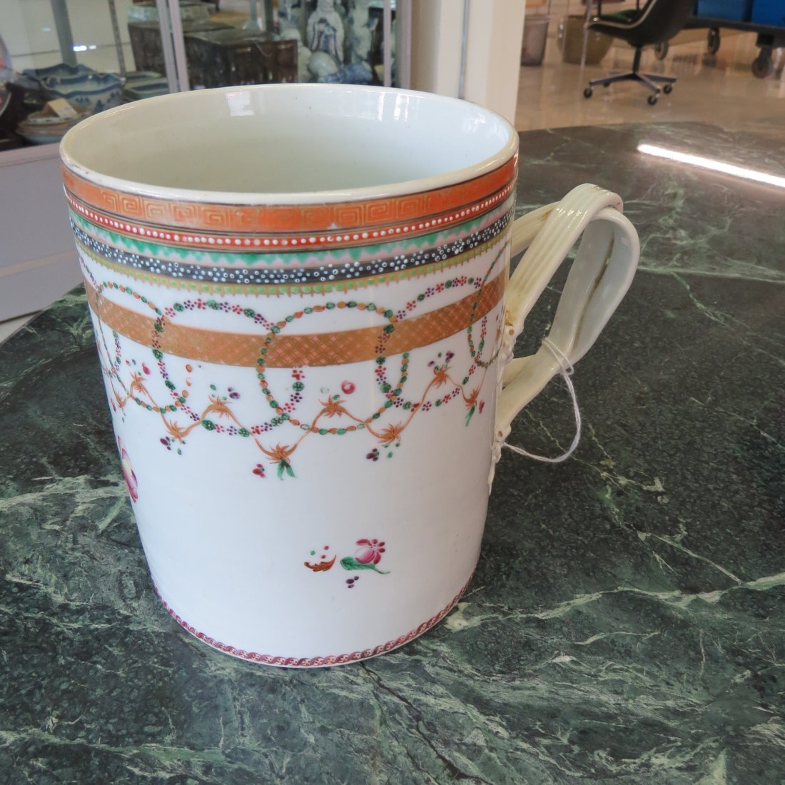A Chinese Export Porcelain Can. - 3