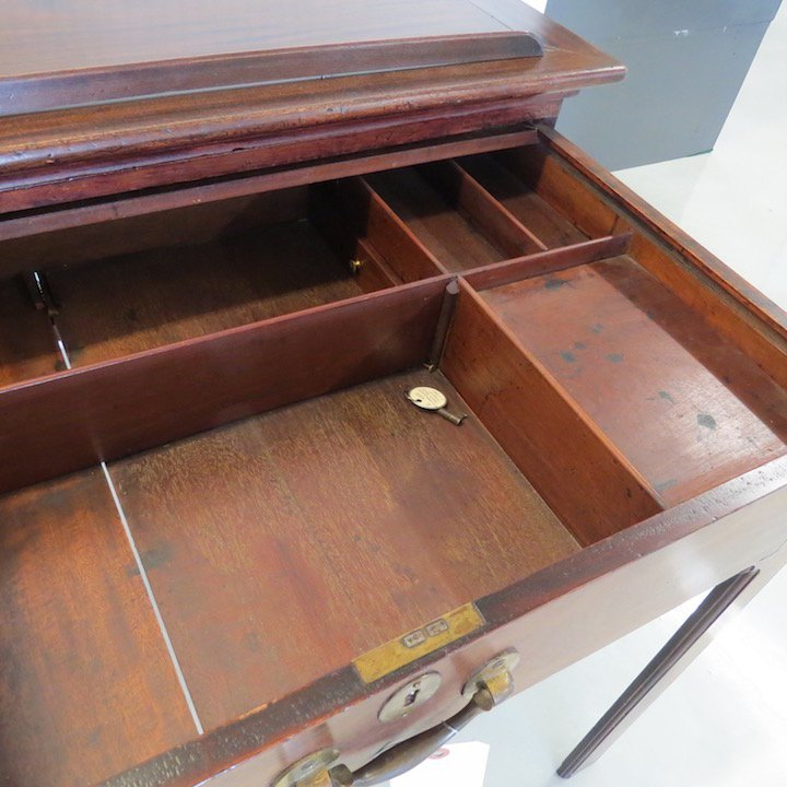 An English Mahogany Drafting Table. - 3