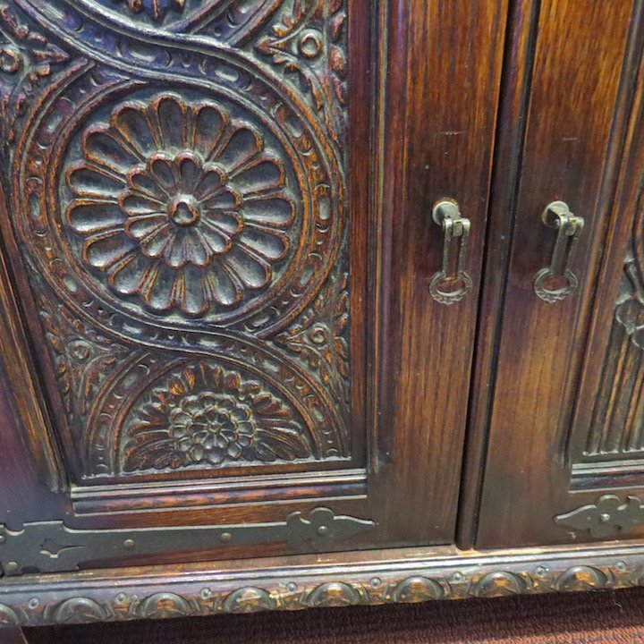A Carved Oak Dining Suite. - 8