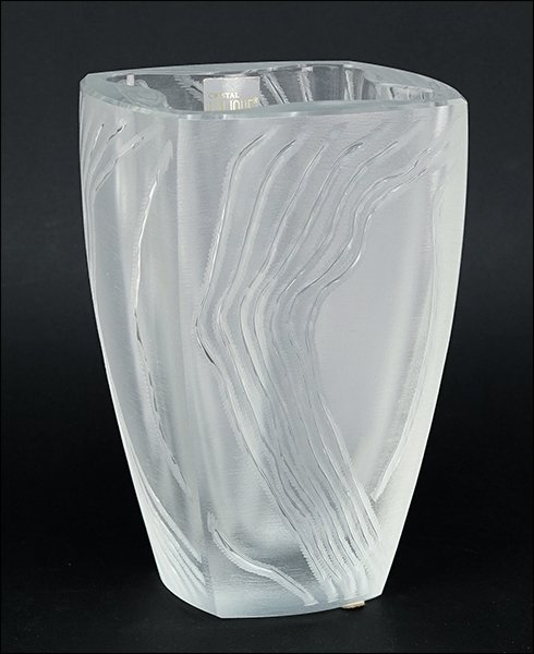 A Lalique 'Yasna' Crystal Vase.
