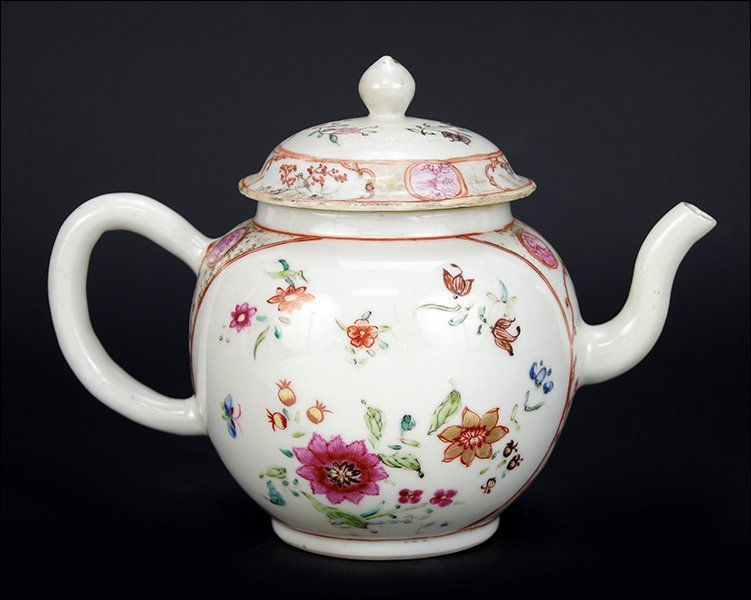 A 18th Century Chinese Export Porcelain Teapot.