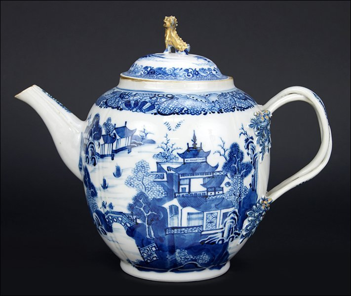 A Chinese Export Porcelain Teapot.