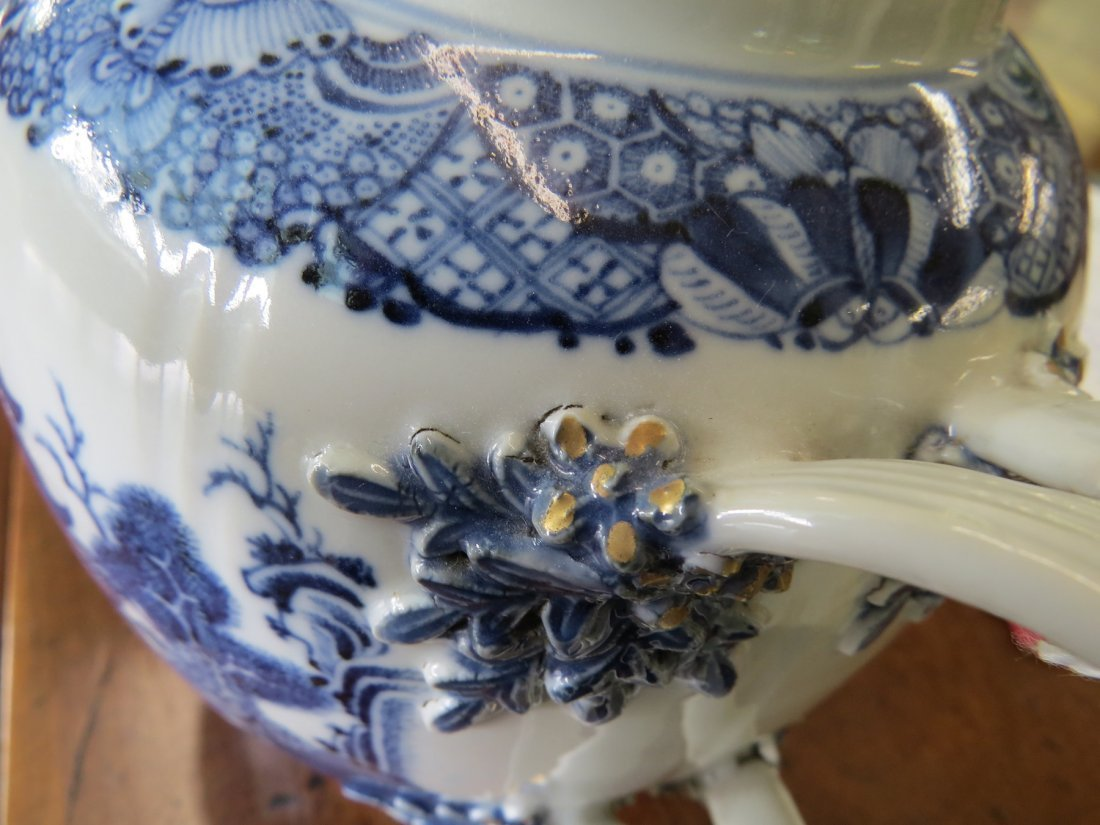 A Chinese Export Porcelain Teapot. - 5