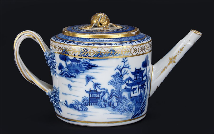 An 18th Century Chinese Export Porcelain Teapot.