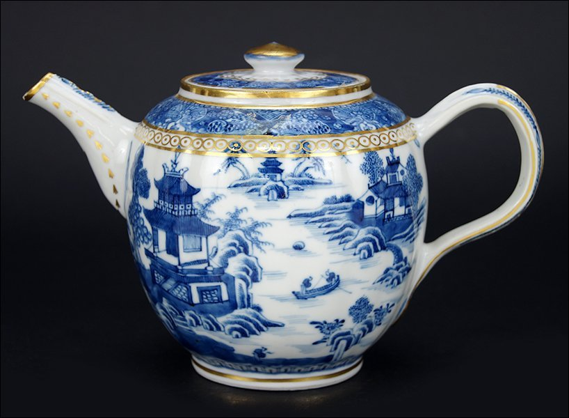 A Chinese Nanking Export Porcelain Teapot.