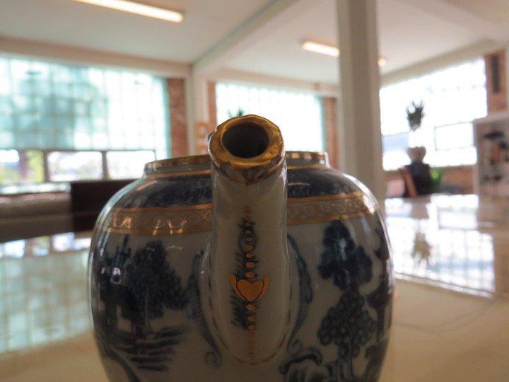 A Chinese Nanking Export Porcelain Teapot. - 4