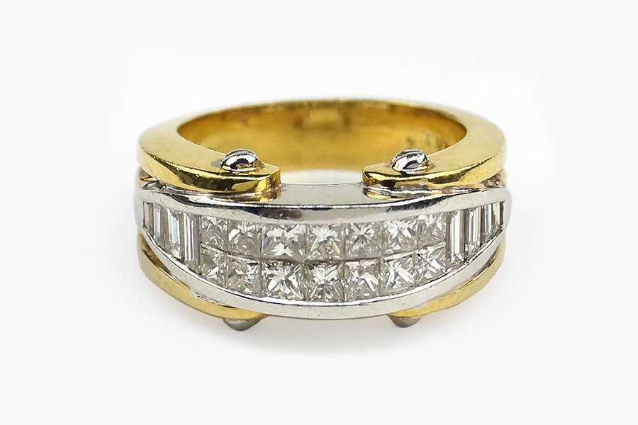 A Diamond and 18 Karat Gold Ring.