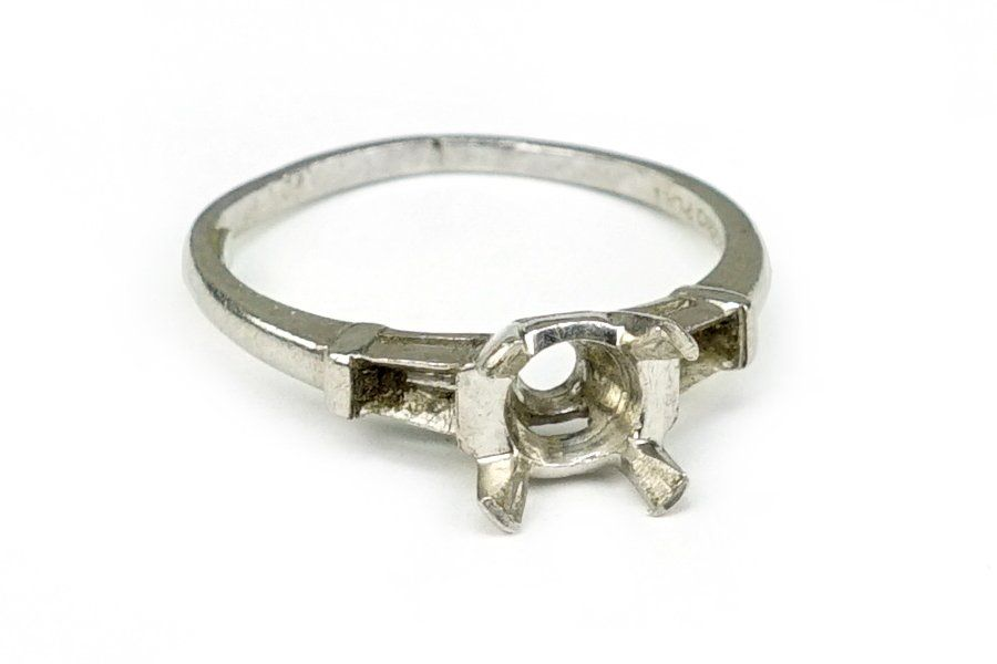 A Platinum Engagement Ring Mounting.