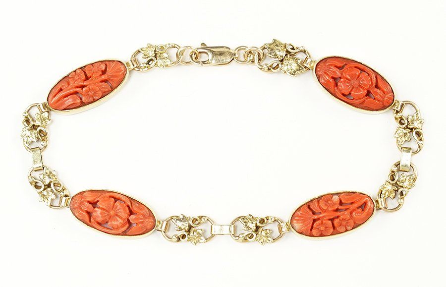A Coral and 14 KArat Yellow Gold Link Bracelet.
