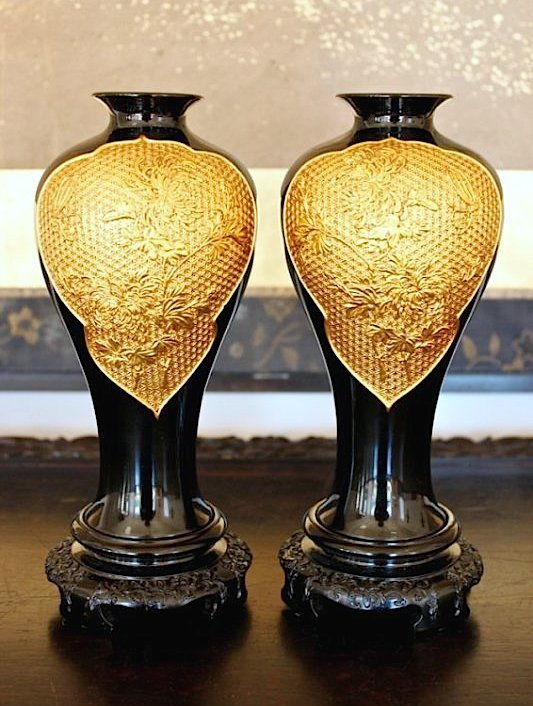 A FINELY CARVED ANTIQUE PAIR GILT-LACQUER FUZHOU VASES