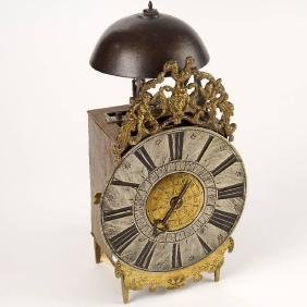 Single hand lantern clock with alarm and hour memory