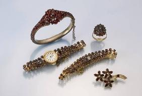 Lot garnet jewellery