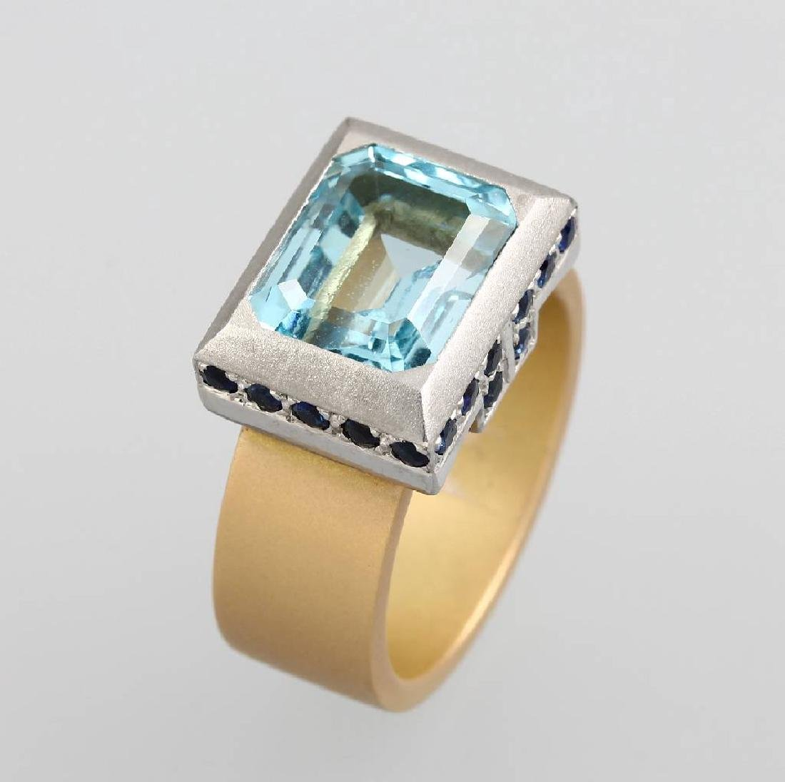 18 kt gold ring with aquamarine and sapphires