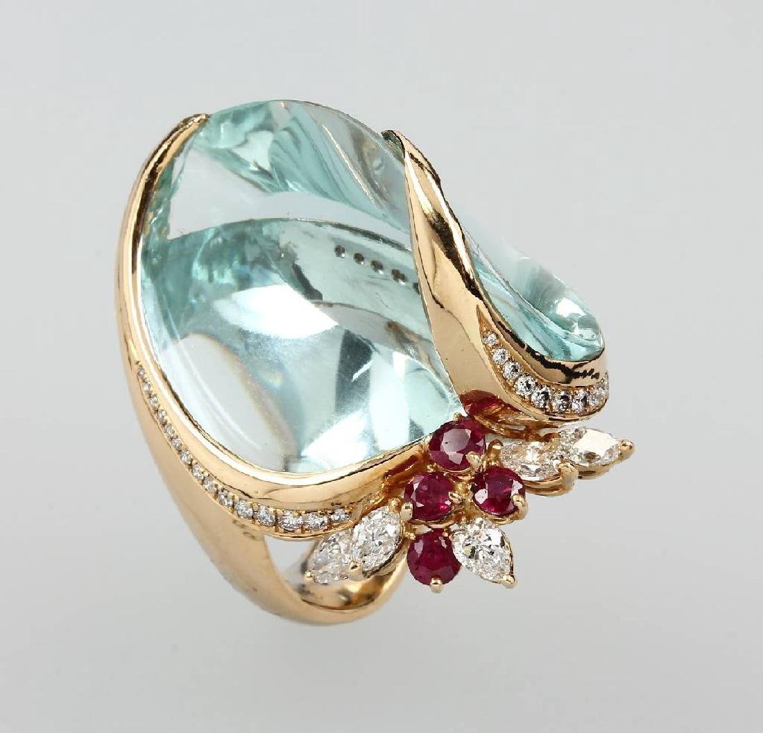 Extraordinary 18 kt gold ring with aquamarine,diamonds