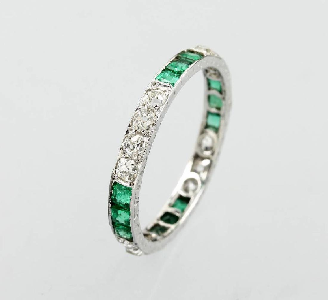 Platinum ring with emeralds and diamonds, approx. 1930s