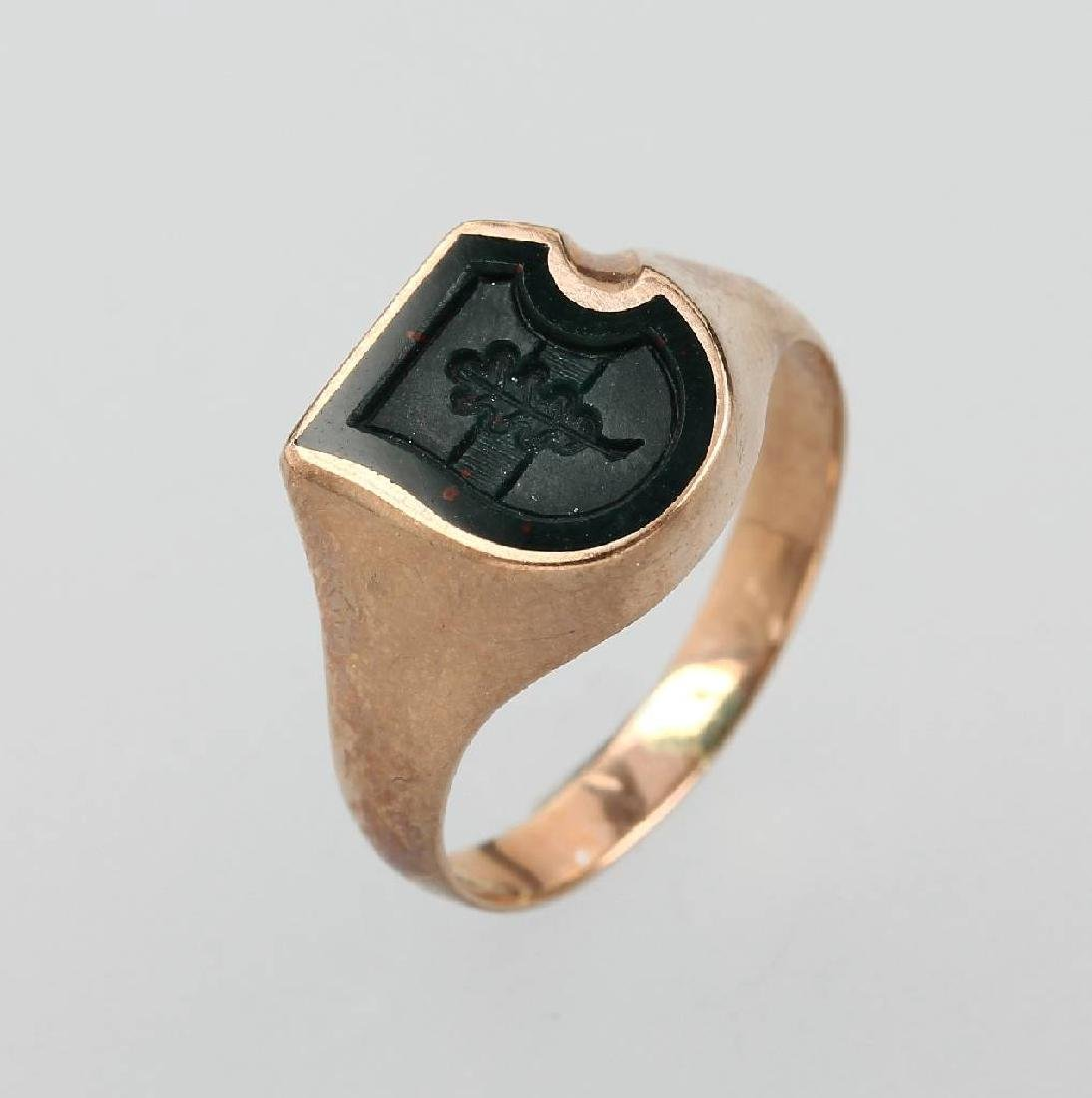 8 kt gold signet ring with jasper, approx. 1900s