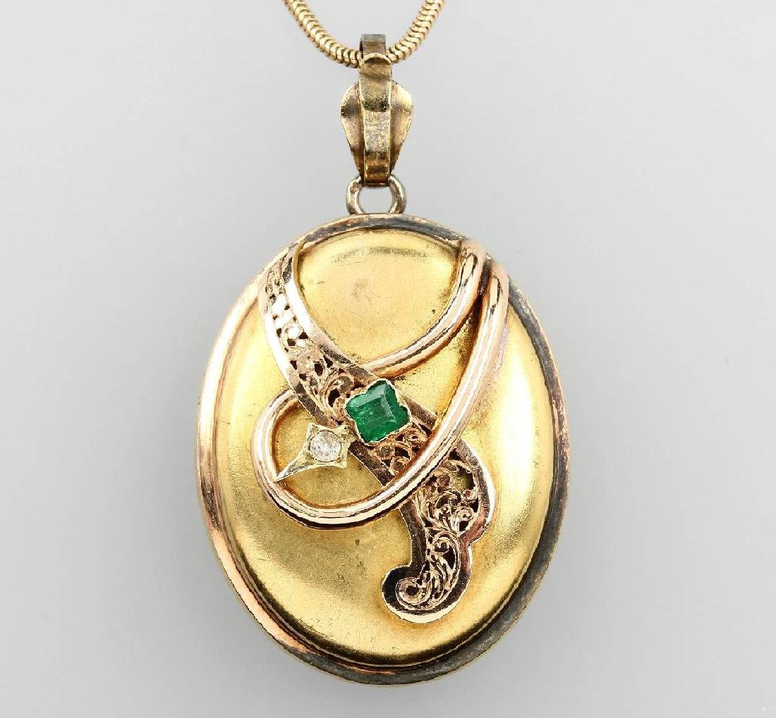 Medaillon pendant with emerald and diamond