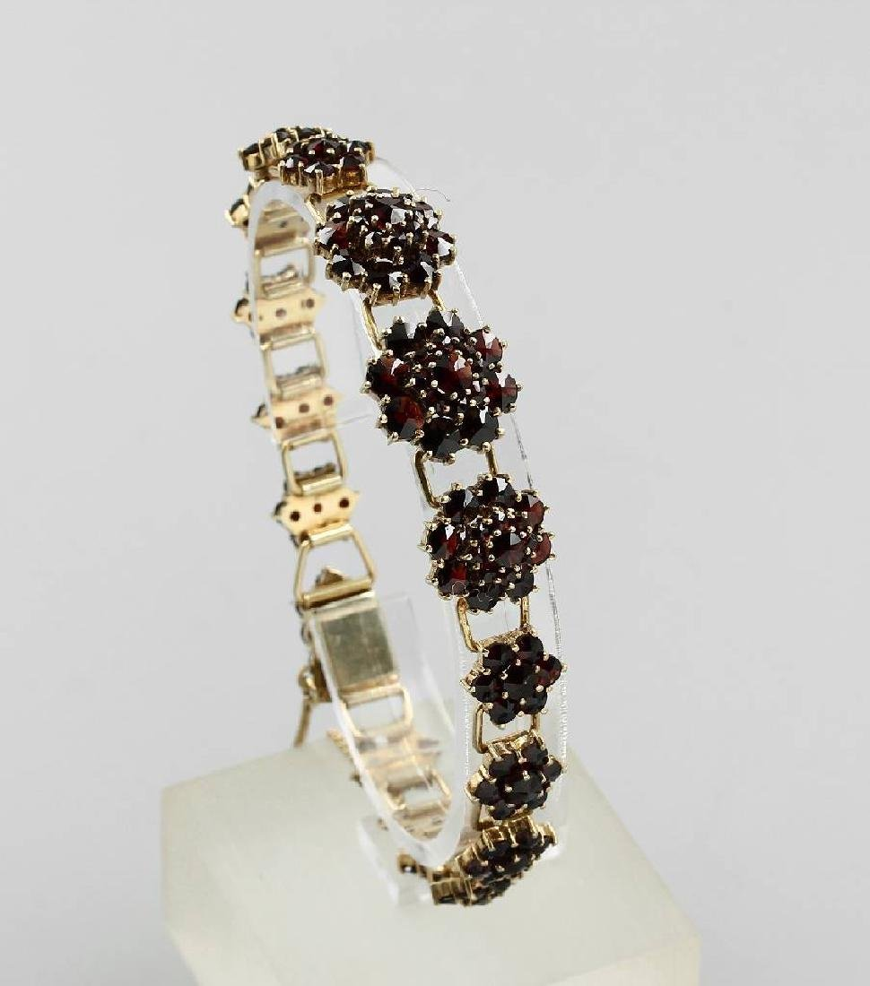 Bracelet with garnets, german approx. 1920/30s